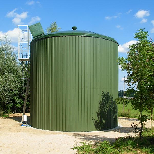 Dużej pojemności zbiornik na wodę pitną koloru brązowego